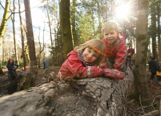 Greenock Telegraph: Care inspectorate My World Outdoors resource launch at the Woodland Outdoor Kindergarten in Pollok Country park, Glasgow. Pictured are Ruben Millard age 3, left and Oliver Mason age 4...   Photograph by Colin Mearns.9 MARCH 2016.