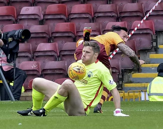 Gaston helps young Morton keeper to settle in to squad